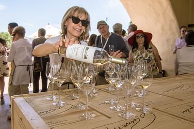 Guests are greeted with a splash of Robert Mondavi Fume Blanc.   Photo by Bob McClenahan for the Napa Valley Vintners