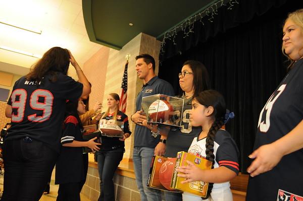 2016 - Brian Cushing visits Ridgecrest Elementary