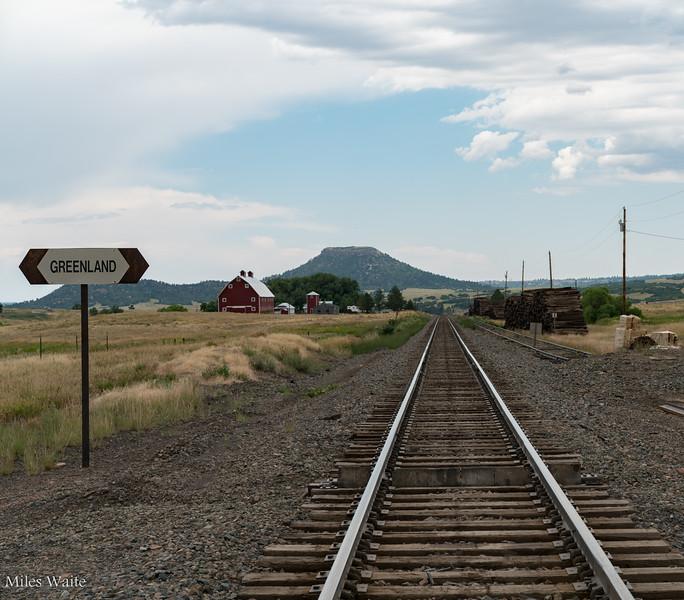 Everyone need train track photos right?