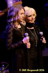 Shelby & Krysta Scoggins - Blush Christmas 2016 318a