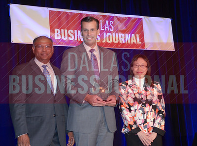 Judd T. Nystrom, CFO, At Home – The Home Décor Superstore, center, receives his award from Dr. Chandra Subramamaniam and Dr. Jennifer Ho of University of Texas at Arlington College of Business.