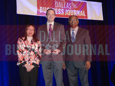 Mark McGuire, CFO, THMED LLC, center, receives his award from Dr. Jennifer Ho and Dr. Chandra Subramamaniam of University of Texas at Arlington College of Business.