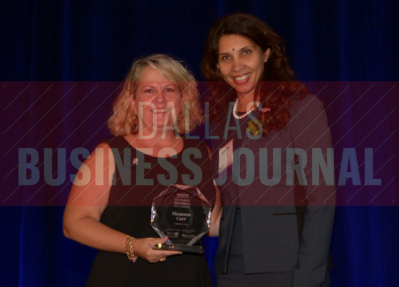 Muneera Carr Chief Accounting Officer and Controller, Comerica, Inc., right, recives her Women in Business award from Kim Speairs Director of Client Services, Balcom Agency.