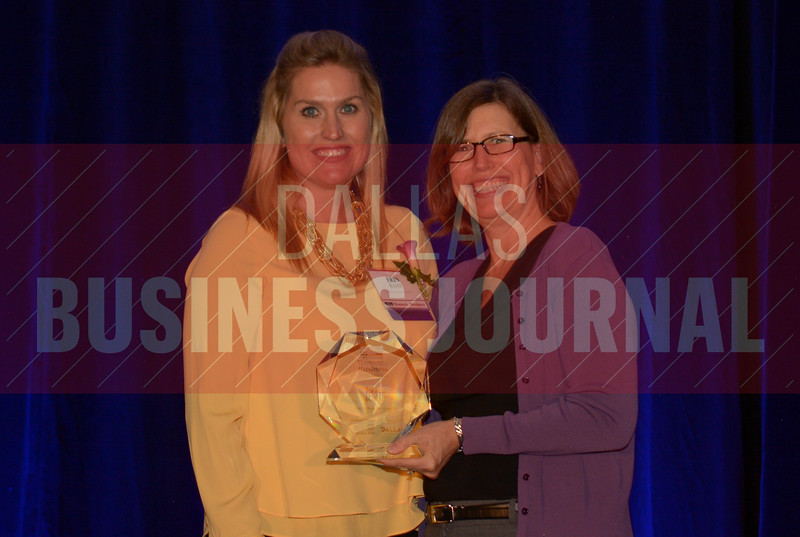 Erin Rahr President, Rahr & Sons Brewing Co., left, recives her Women in Business award from Dr. Suzanne Carter Executive Director, Executive MBA Program and Professor of Professional Practice in Strategy TCU.