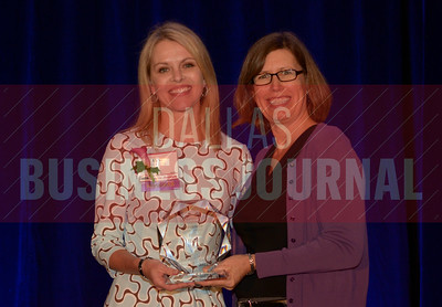 Jane Huston Chief people officer, Epsilon, left, recives her Women in Business award from Dr. Suzanne Carter Executive Director, Executive MBA Program and Professor of Professional Practice in Strategy TCU.
