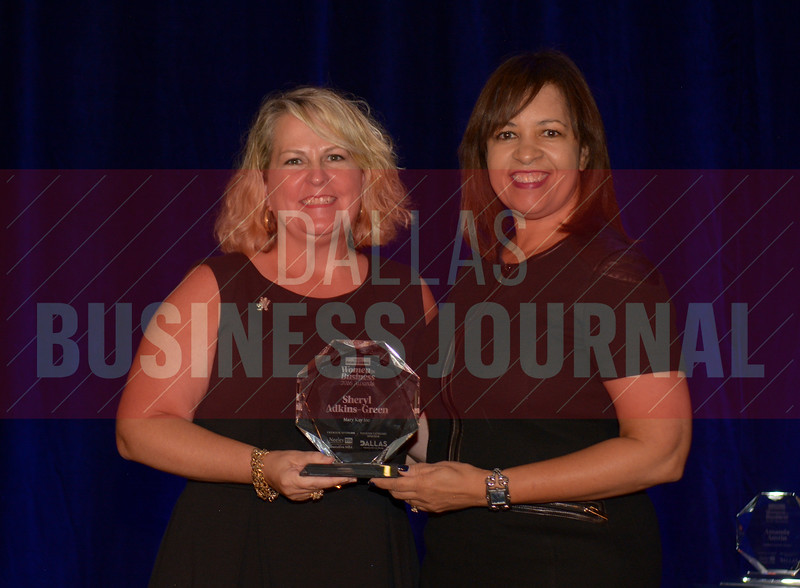 Sheryl Adkins-Green CMO, Mary Kay Inc., right, receives  her Women in Business award from Kim Speairs Director of Client Services, Balcom Agency.