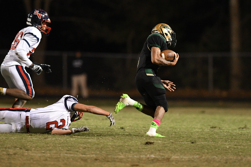Northern Nash Decarlo Royster jr (5)during tonights game.Southern Nash defeats Northern Nash 28-11 Thursday evening November 10, 2016 in Rocky Mount, NC (Photos by Anthony Barham / WRAL contributor.)