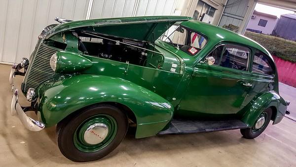 1946 Pontiac Torpedo - 2 door