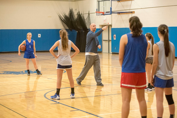 James Neiss/staff photographer <br /> Grand Island, NY - Grand Island girls basketball coach Scott Mueller directs practice.