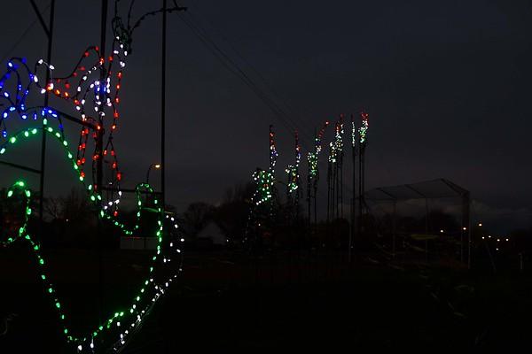 161119 Holiday Lights of Niagara 4