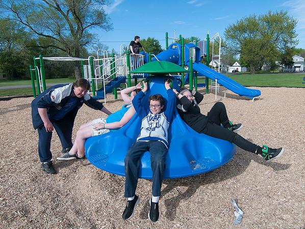 160517 Niagara Playgrounds 4