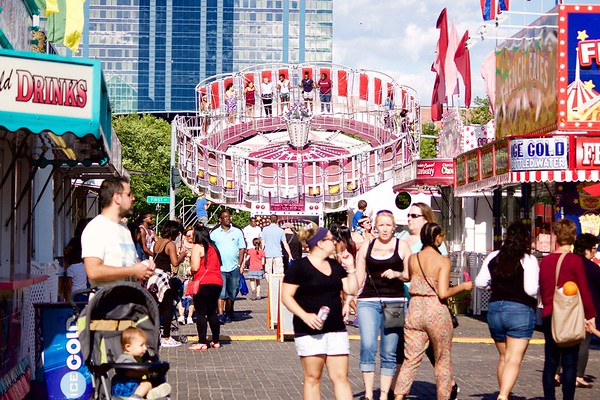 Old Falls Street carnival 1 070216