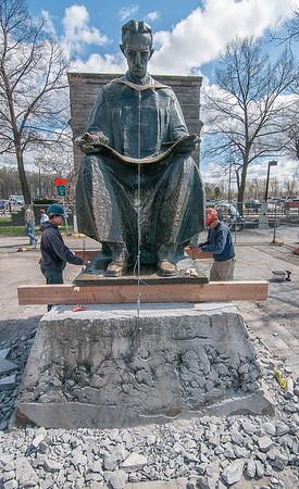160505 Tesla Statue