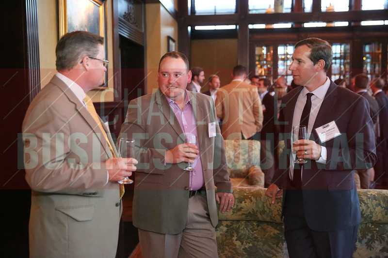 Attendees network before the Heavy HItters of Commercial Real Estate Awards.