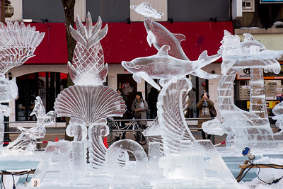 This was the only entrant from outside Japan, by a nice carver from Maui, of all places. Notice how this sculpture uses a different technique and has no lines joining the ice blocks.