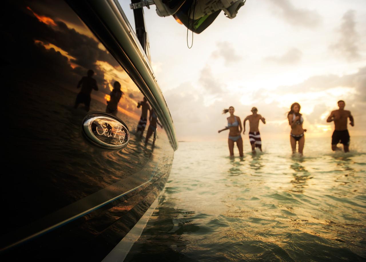 Sea Ray 220 Sundeck OB (2014)