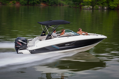 Sea Ray 220 Sundeck OB (2014)