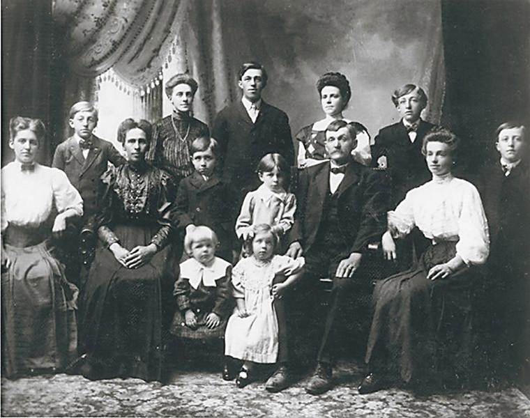John and Catherine Molidor Family  (1908)