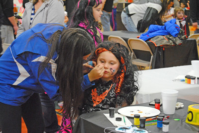 Leah McDonald - Oneida Daily Dispatch Hundreds of children and families attend the 2016 Oneida Halloween Party at the Rec Center on Saturday, Oct. 29, 2016.