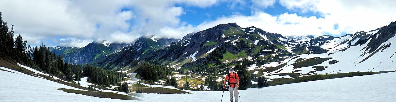 PCT Trail Tanner Cascades Snow Moutian
