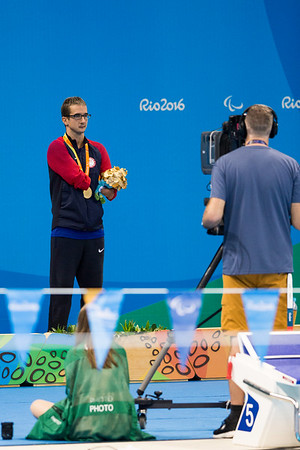Roy Perkins receving his gold medal in the 50 Meter Butterfly