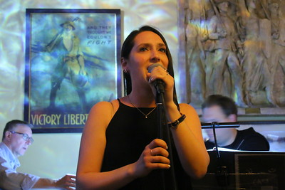 IMG_5761 jodi Bluestein sings Memories