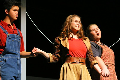 IMG_7651 Zac Cannon as Uncle Henry,,Claire Saunders as Dorothy,,Rhiannon Begin as Aunt Em