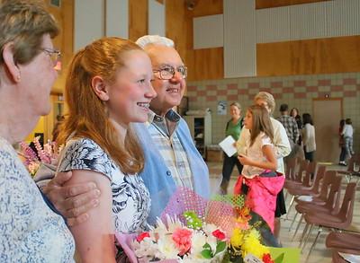 IMG_4668 kelly jackson and her grandfather Alan jackson pose for photo
