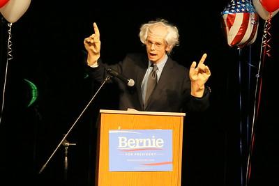 IMG_9852 Ray Kurek, as bernie sanders, makes joke about hand size