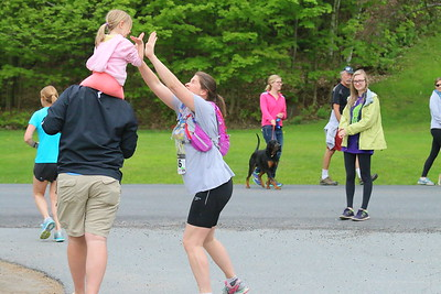 IMG_0426 susan white gets a hi-5 from her daughter Bella,4, who is carried by dad greg, as she leaves  the state park