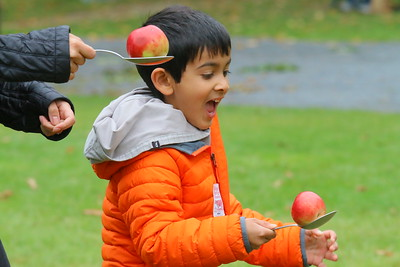 IMG_7193 zeeshan syed,6, and his mom zeba in a apple on spoon race