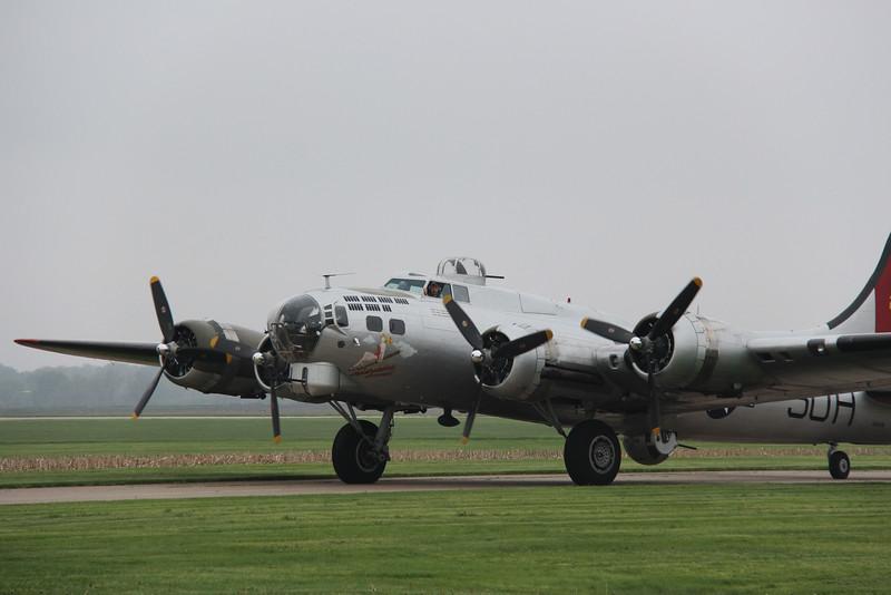2016-04-28 Kare9 Davenport IA Airport B-17-IMG_9819