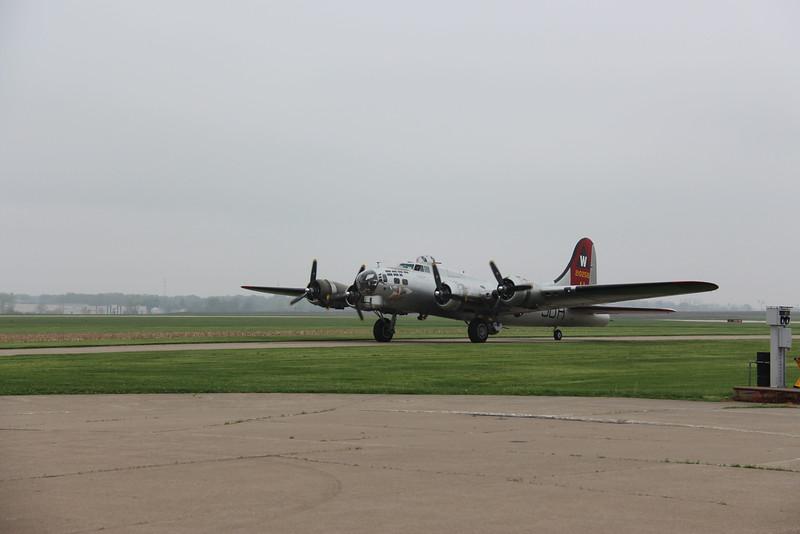 2016-04-28 Kare9 Davenport IA Airport B-17--PLANE-IMG_9818