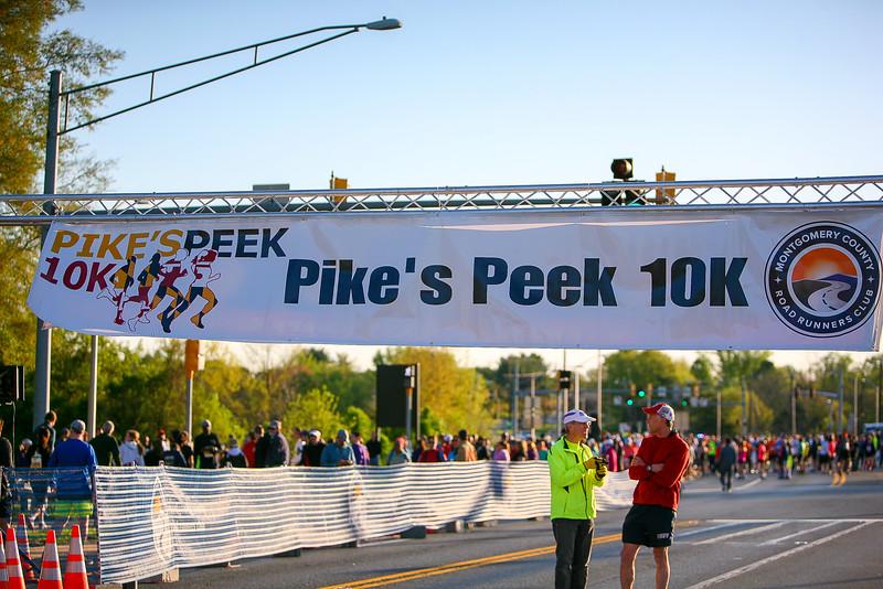 2016 Pikes Peek 10K -  Photo by Dan Reichmann, MCRRC
