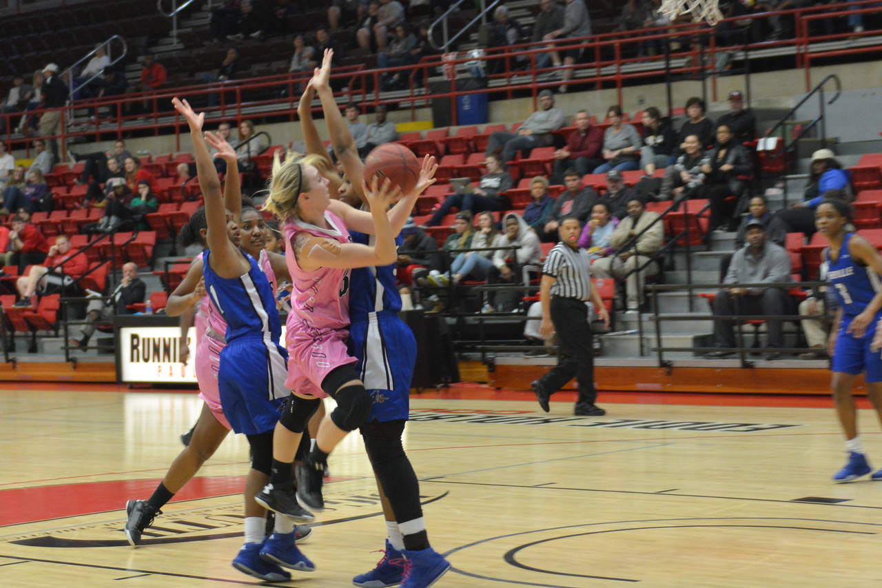 Number 3, Tierra Huntsman going for a layup