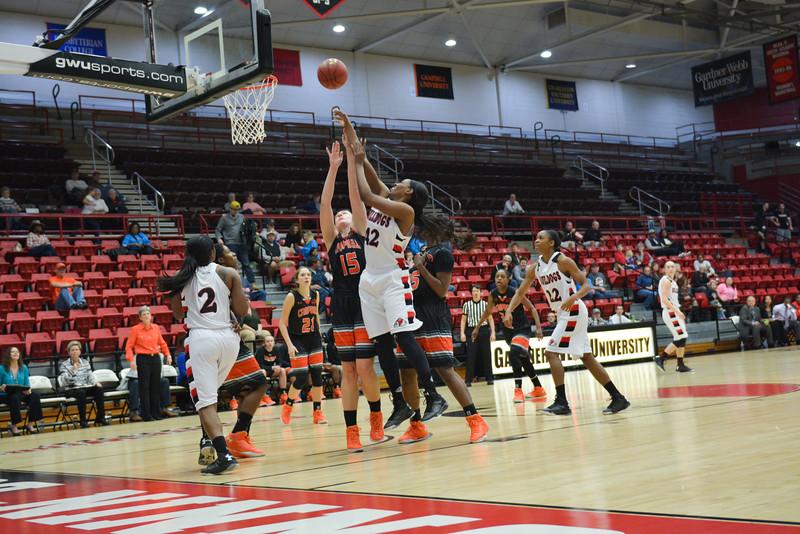 Alicia Quinn shooting the ball