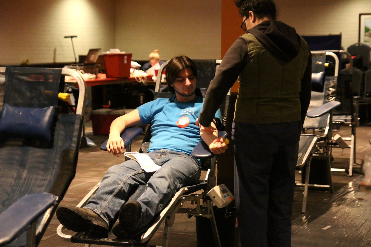 A GWU sophomore donating blood.