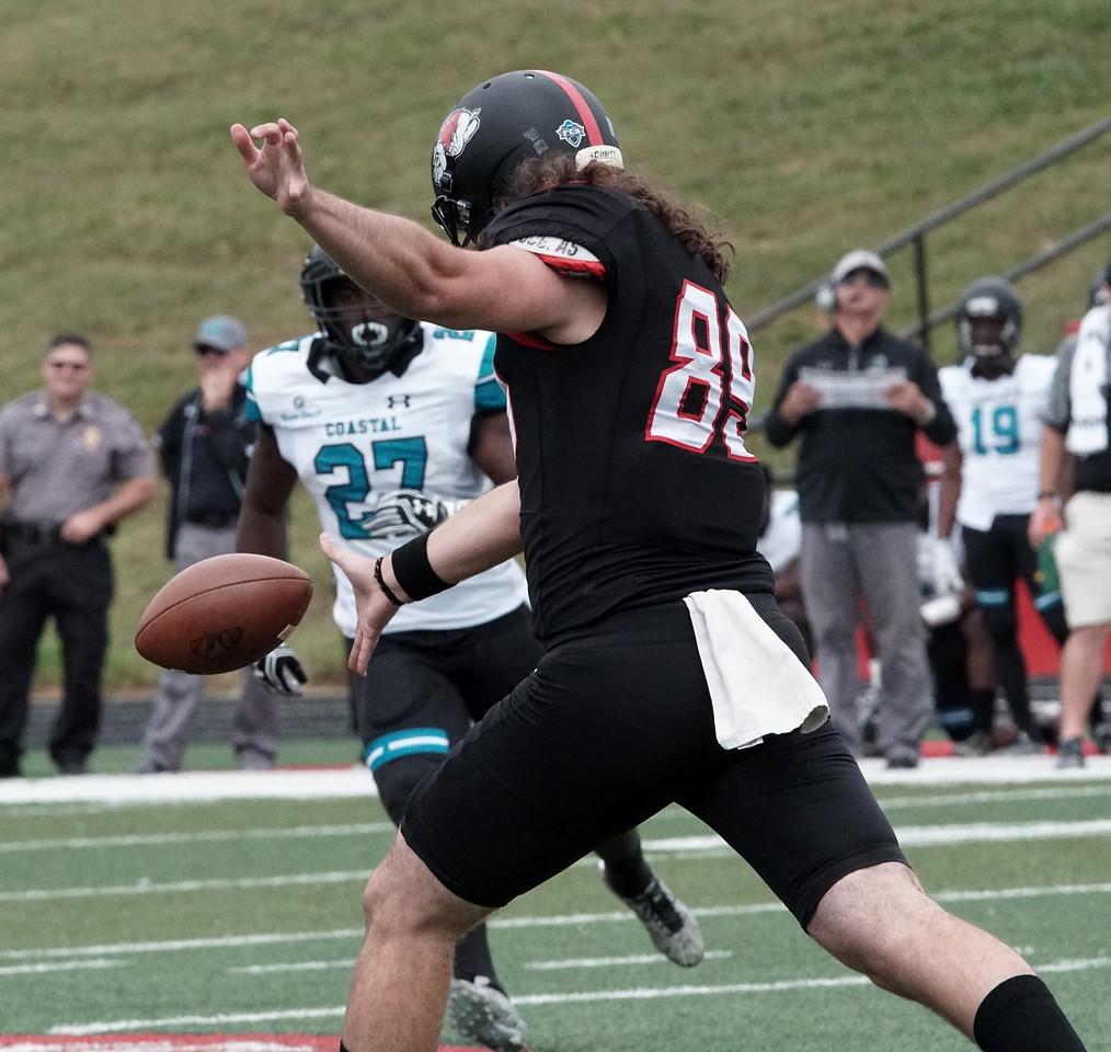Andrew Komornik kicks the ball.