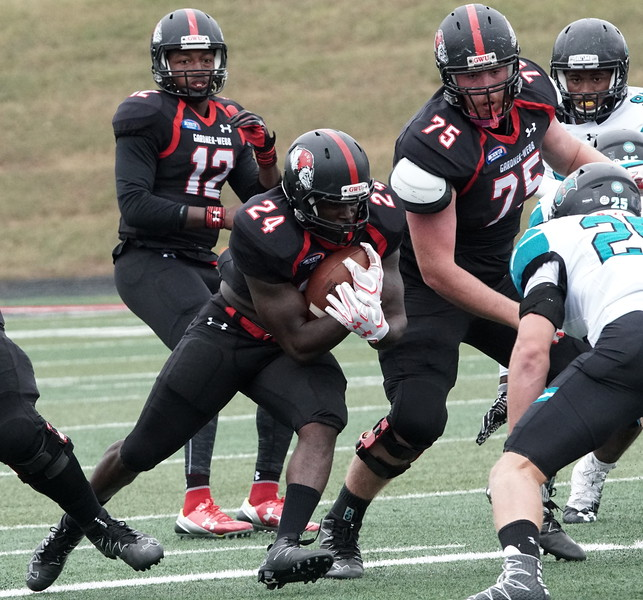 Khalil Lewis runs with the ball.