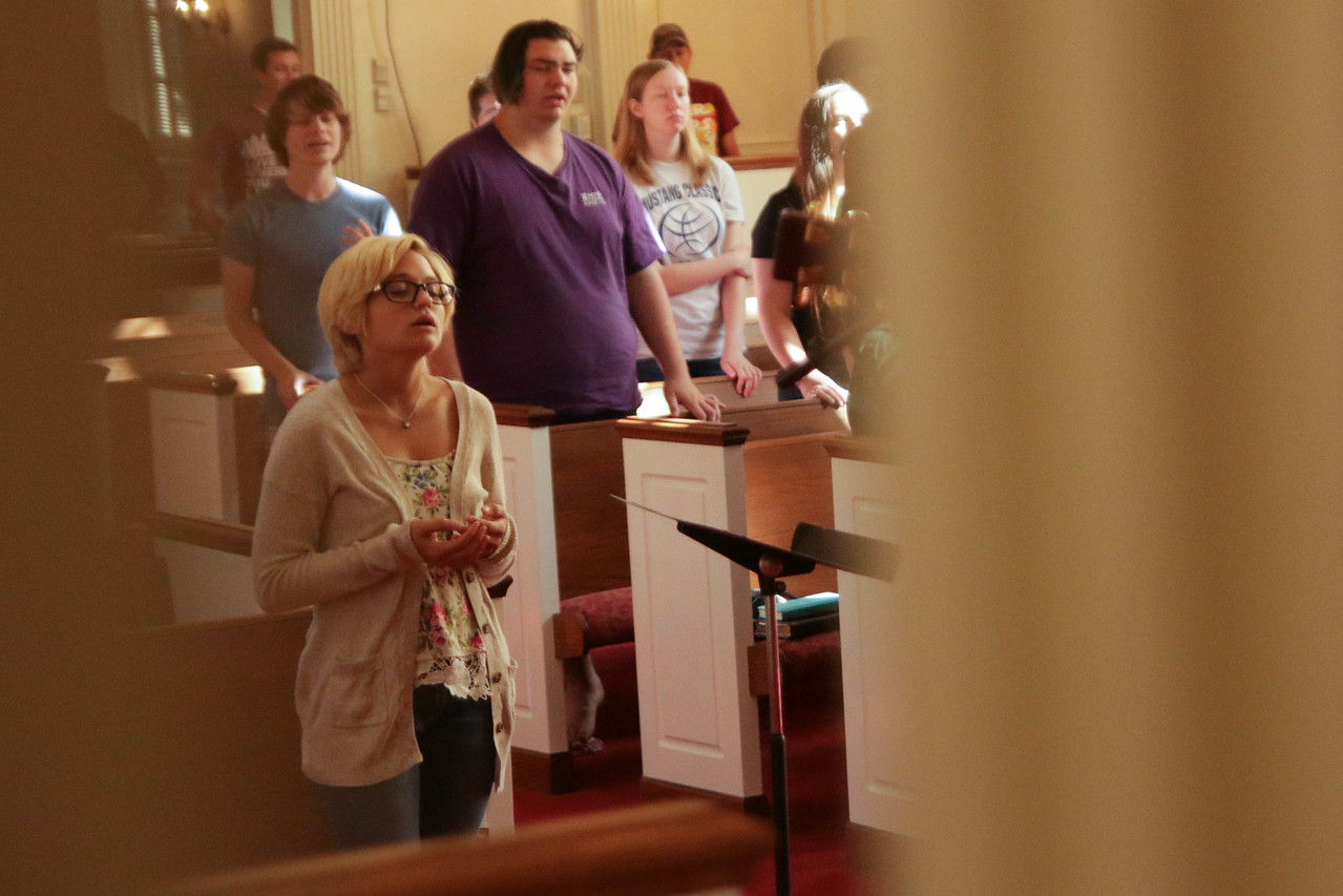 GWU Sophomore and FOCUS Member, Kelly Schulte, worships on Saturday morning at the CMU Retreat.
