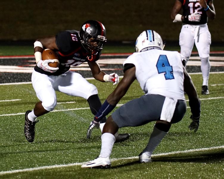 Jonathan Blackmon evades a tackle.