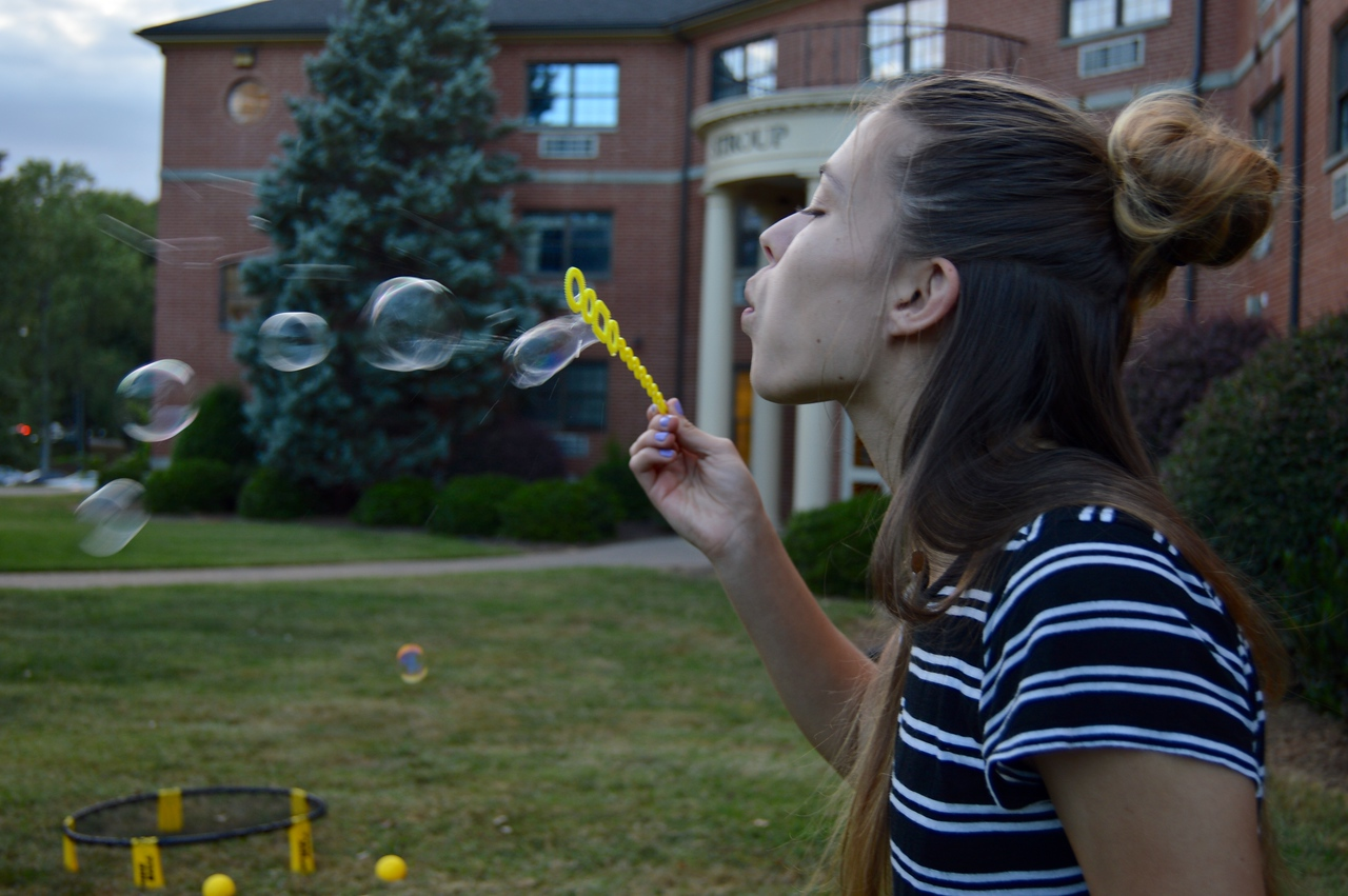 Away they blowwww. September 22, 2016 gwu photo by: Hannah Anders