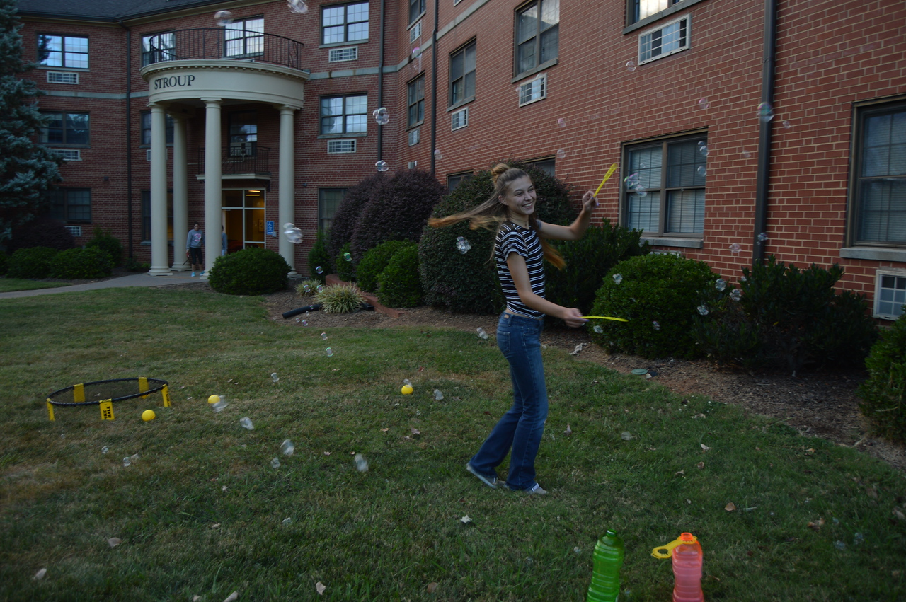 Bubbles and smiles to kick off the night. September 22, 2016 gwu photo by: Hannah Anders