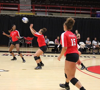 Taylor Lillard (3) with the serve receive