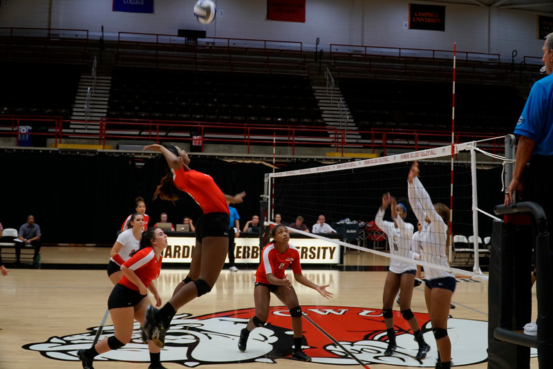 Outside Hitter Keira Moore (7) before a kill