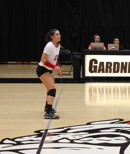 Libero Emma Milstead (25) in defensive position