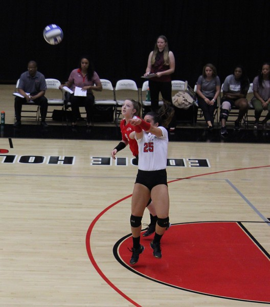 Emma Milstead (25) with the serve receive