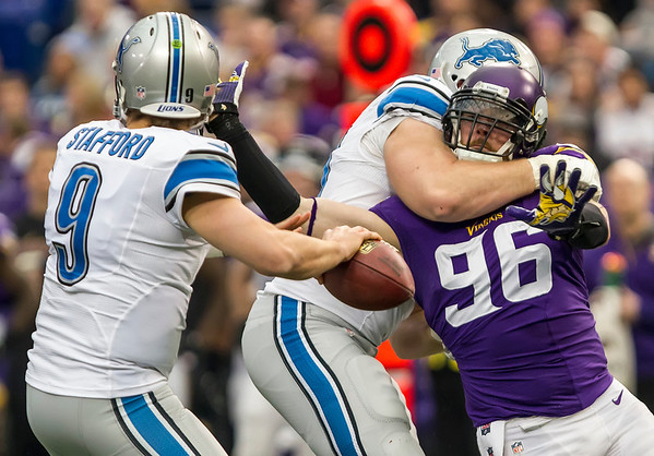 The Vikings defeat the Lions to close out the 32 game Metrodome Era.