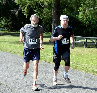 Ed Meyers (1332) and William Sheehy (1462) approach the finish line.