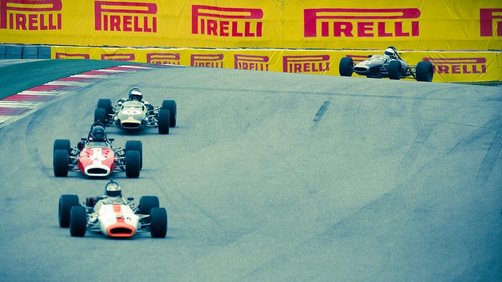 Group2-Start-Turn1-vintage